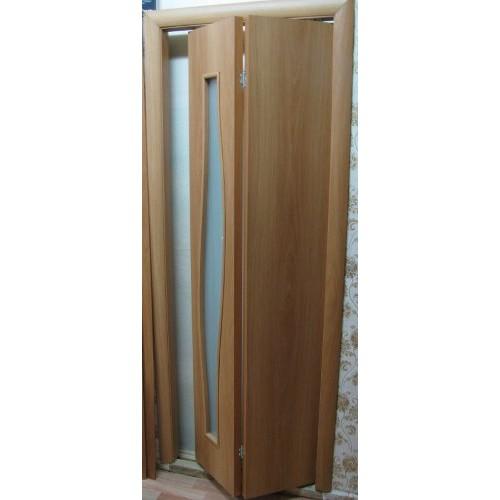 Ламинированная складная дверь бифолд (глухая и остекленная), цвет: миланский орех